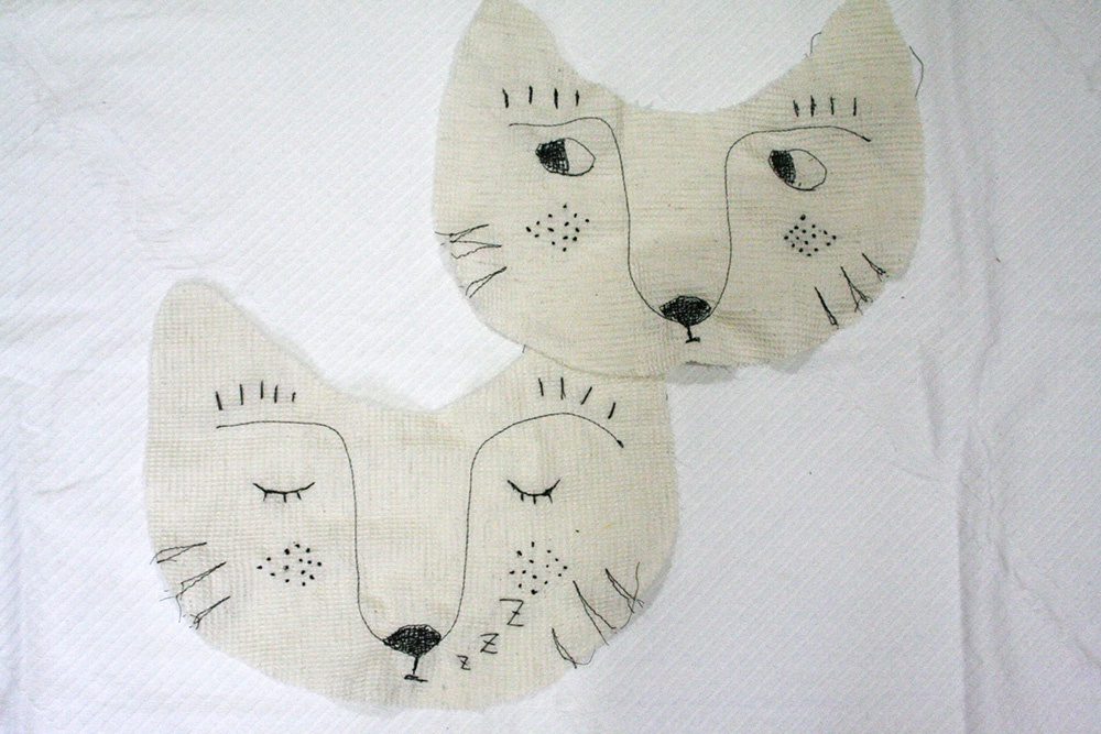 動物の刺繍入りヒモ型ベビースタイの作り方